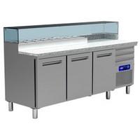 480 literes hűtött pizzaelőkészítő munkaasztal 8*GN 1/4-es feltéthűtővel, gránit fedlappal, 3 ajtóval és 3 fiókkal, 600*400 mm-es belmérettel, 0/+8 és +4/+10°C