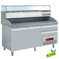 312 literes hűtött pizzaelőkészítő munkaasztal, GN 1/4 osztású feltéthűtővel, gránit fedlappal, 2 ajtóval és 2 fiókkal, 600x400 mm-es