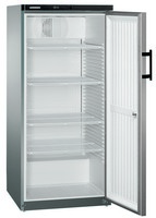 554 literes hűtő, ventilációs hűtéssel, teli ajtóval